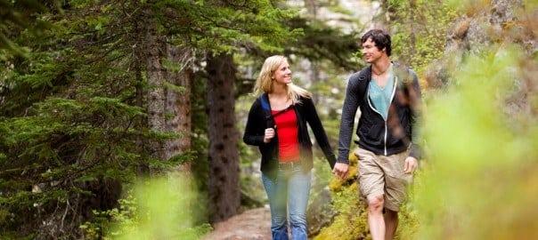 couple hiking in the smokies