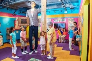 Wadlow tallest man at Ripley's