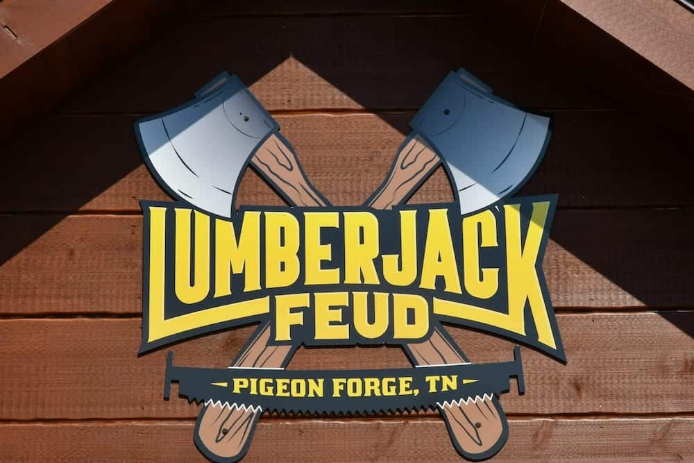 lumberjack feud in pigeon forge